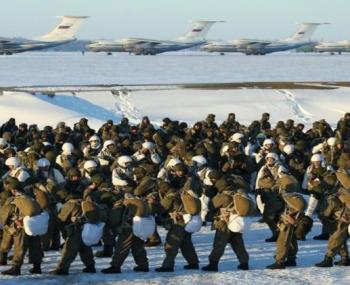 российские десантники на военных учениях