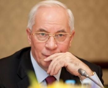 ЕС снял санкции против Азарова