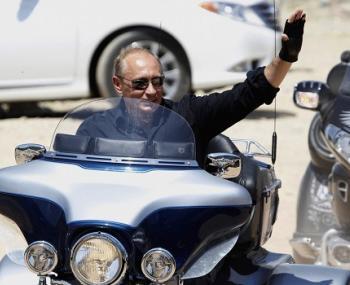 Путин на мотоцикле