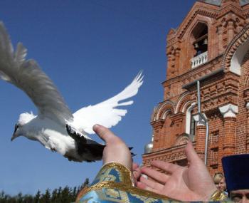 отпускать голубей на Благовещение