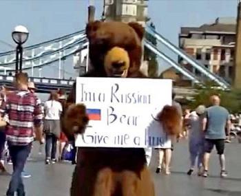 На улицы Лондона вышел русский медведь