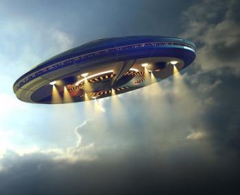 НЛО во время полета на огромной скорости удалось запечатлеть на спутниковую камеру
