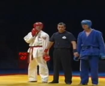 схватка американского бойца и русского спортсмена