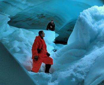 ученые обнаружили дыру во льдах Антарктиды