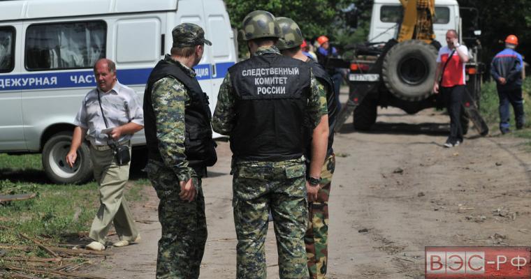 В Донецке осматривают воронки от снарядов