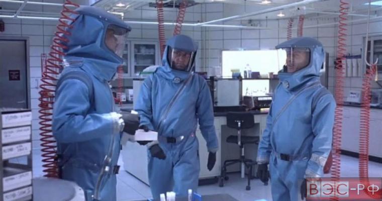 Скафандры биологической защиты 4-го уровня - кадр из кинофильма «Эпидемия»