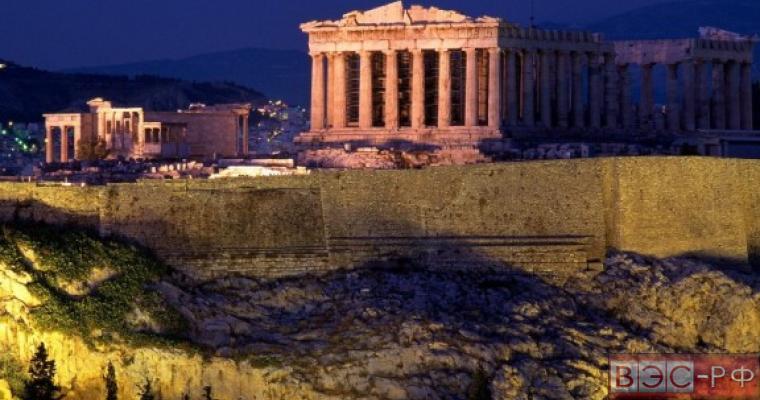 Двое россиян арестованы за разрушение Акрополя