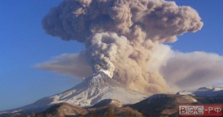 Камчатские вулканы выбрасывают пыль, пепел и газ