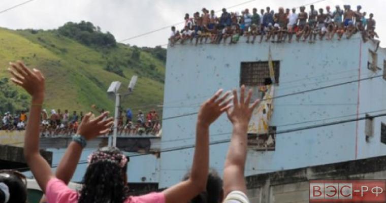 В Венесуэле директор тюрьмы взят в заложники