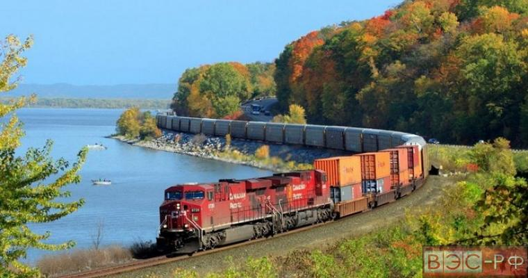 В Канаде с рельсов упал поезд