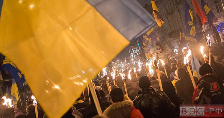 Макдональд: Украина обращена к наследию нацистской Германии