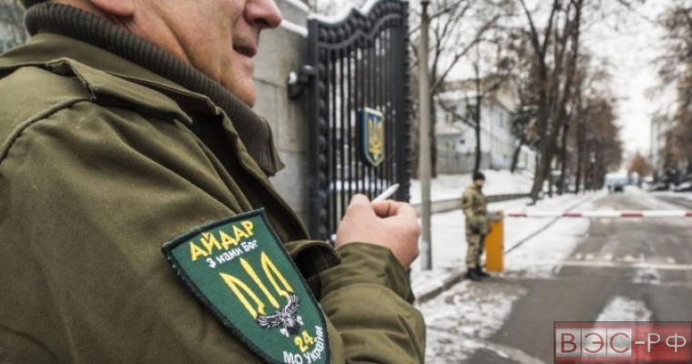 Бойцы батальона «Айдар» штурмуют здание Минобороны Украины