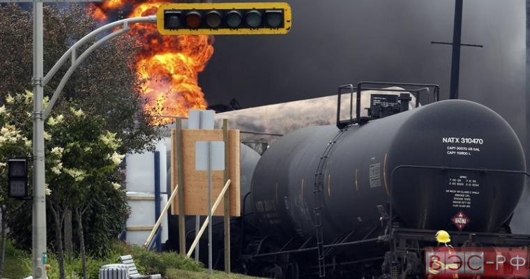 В Канаде загорелся состав с нефтью