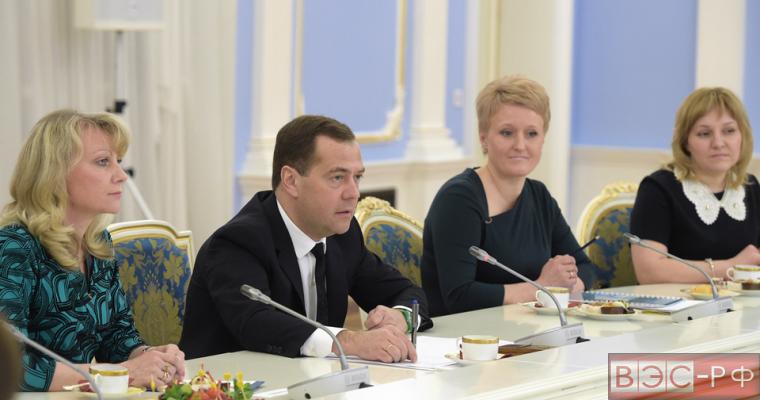 Медведев: мы должны поддерживать малый бизнес