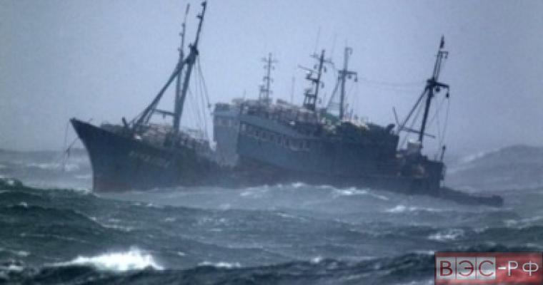 Траулер затонул в Охотском море