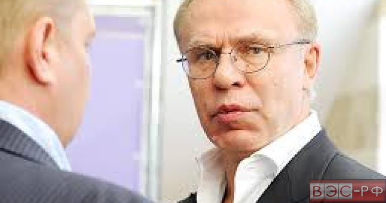 В Совфеде начали проверку сведений о доходах сенатора Фетисова