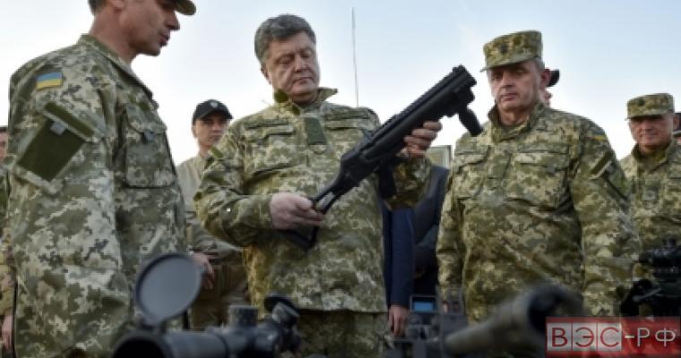 Петр Порошенко осматривает спецтехнику