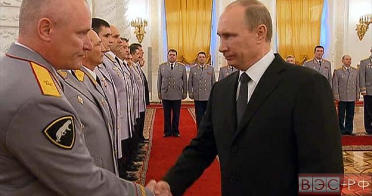 Президент на церемонии представления высших офицеров в Кремле