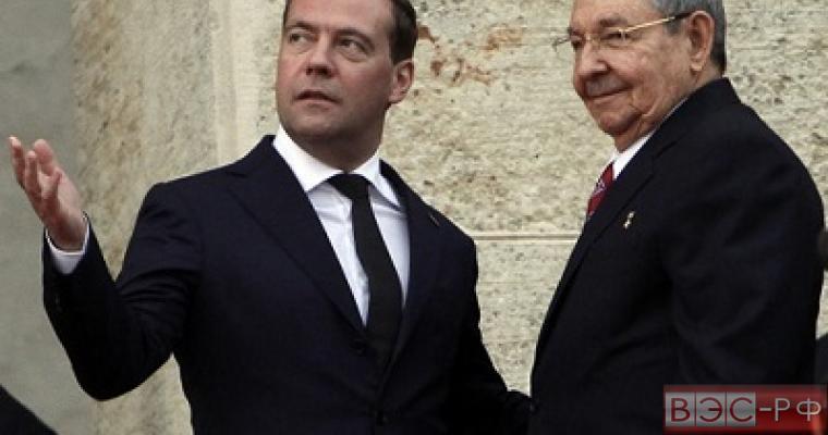 Медведев и Кастро обсудили отношения России и Кубы