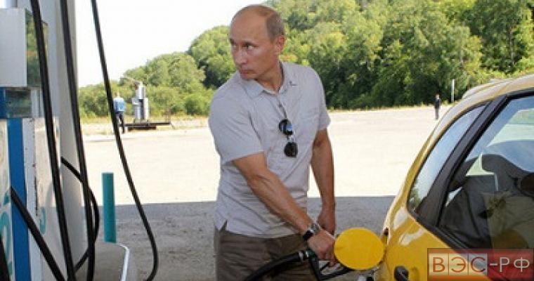 Владимир Путин на автозаправке