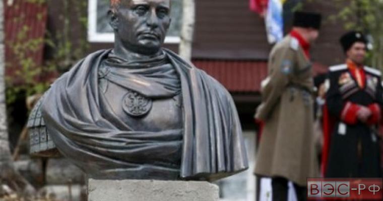 Памятник Путину в образе императора