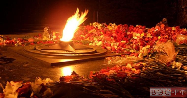 подростки использовали Вечный огонь для жарки картофеля