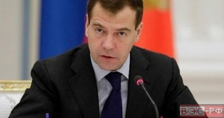 Россия не изменит позицию по долгам Украины, - Медведев