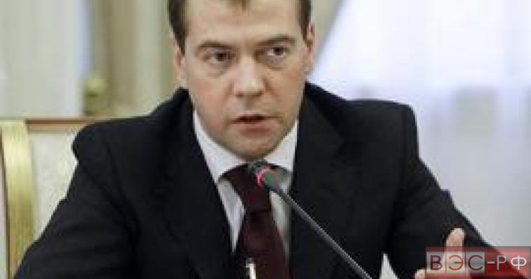 Медведев: ответ РФ будет эквивалентным решению Запада по санкциям