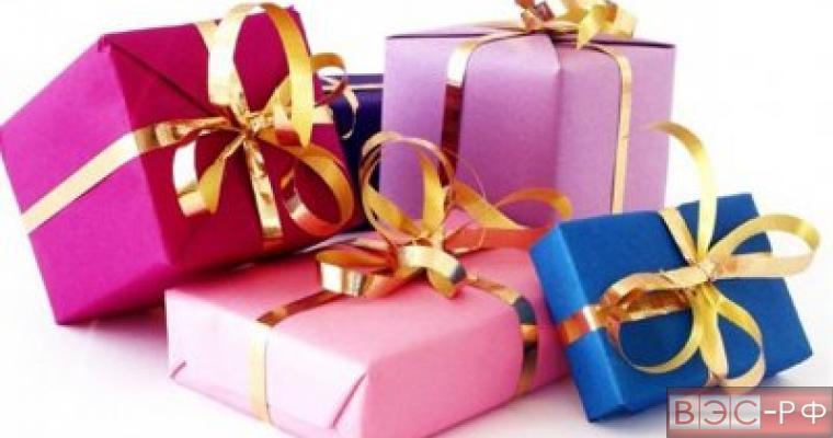 Путин обязал чиновников сдавать подарки