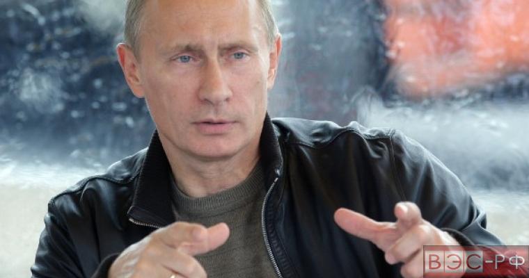 Путин воспринимает корректную критику, заявил Песков
