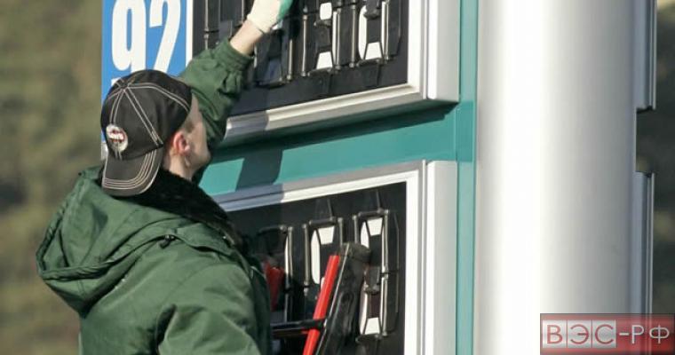 Цены на бензин в России  поднимаются следом за нефтью