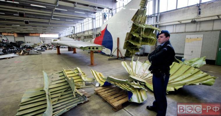 Обломки Boeing 777 рейса МН-17 на базе в Нидерландах