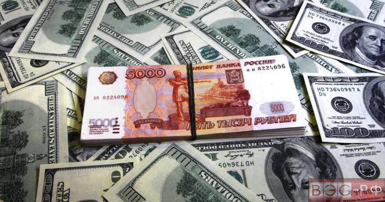 Рубль следует освободить от привязки к доллару, - экономист