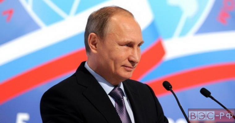 Путин поднял Россию с колен, - делегат конгресса соотечественников