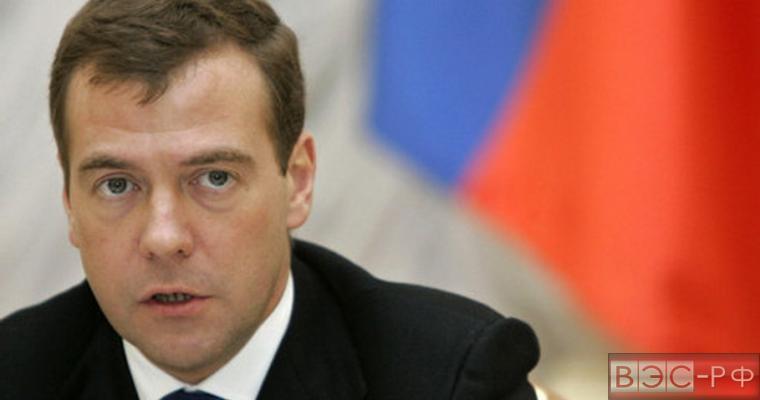 Медведев: жить при антикризисном плане проще, рано или поздно пенсионный возраст будет поднят