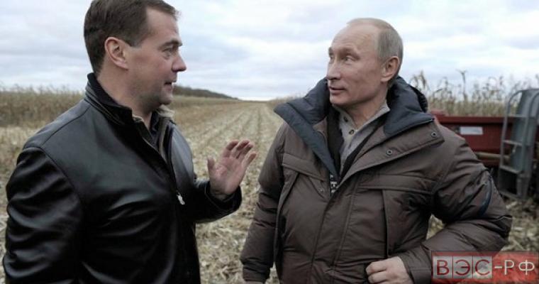 СМИ обсуждают замену Медведева на Путина
