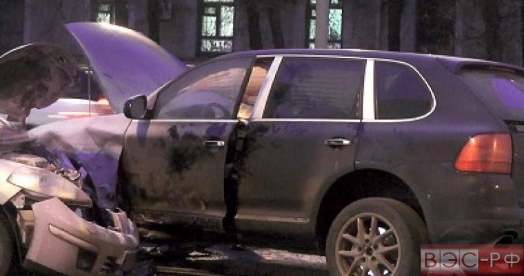 ДТП в центре Москвы: Porsche Cayenne