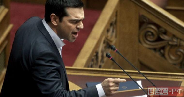 """СМИ: Ципрас и Давутоглу вступили в """"воздушный бой"""" на саммите"""