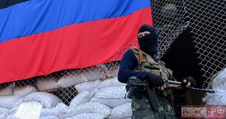 ВСУ готовятся к возобновлению боев, в ЛНР ополченцы подорвались на мине