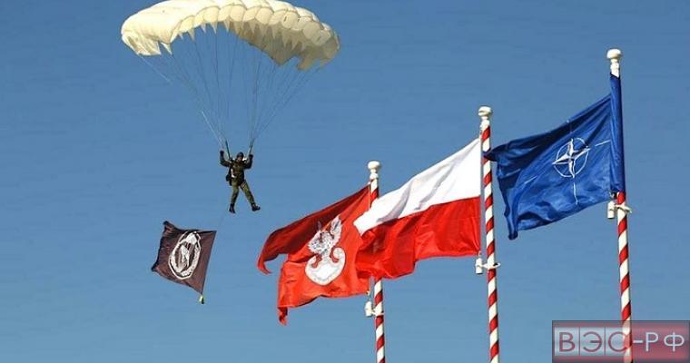 СМИ: Польша попросит НАТО разместить ядерное оружие на ее территории