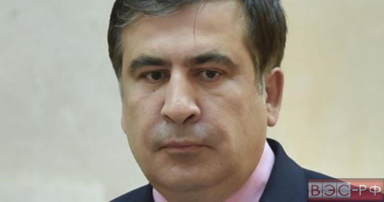 Саакашвили призвал Яценюка повысить зарплату министрам