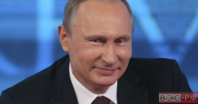 Путин назвал трагикомедией скандал в Украине