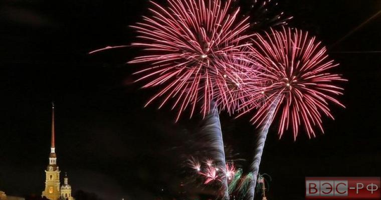 Появилось видео праздничного салюта в Москве
