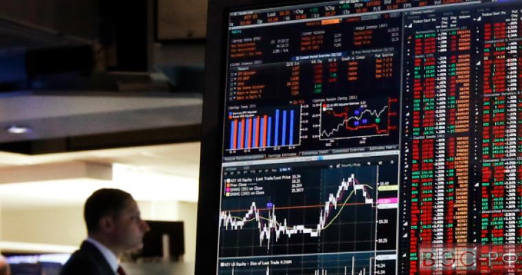 Bloomberg посчитал рубль самой обесценивающейся валютой