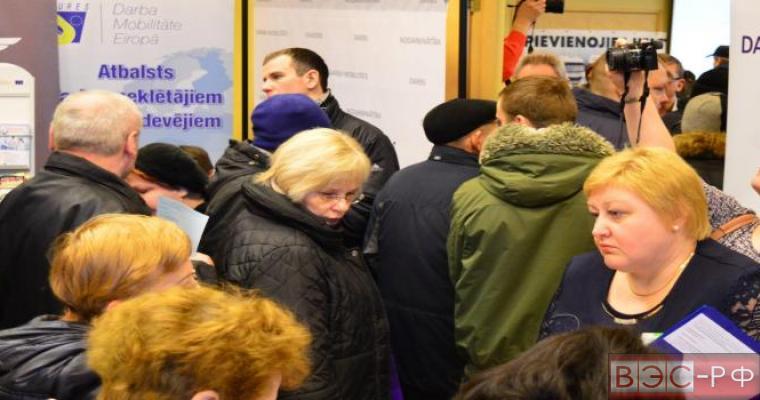 В Латвии стали отдавать предпочтение русскоговорящим специалистам