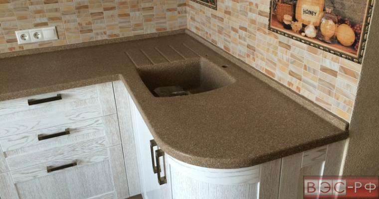 Кухонная столешница из мрамора с влитой раковиной