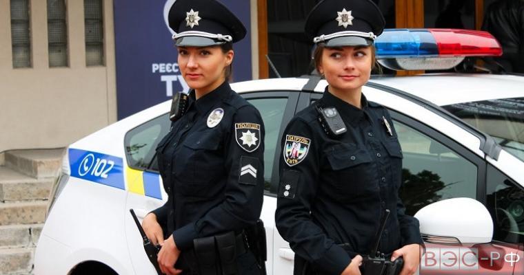 Интернет-пользователи перепутали фотосессию украинских полицейских с эротическими съемками