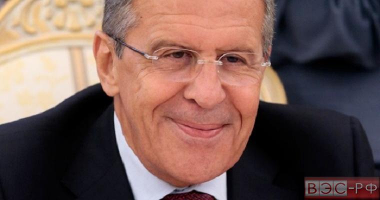 Тайну улыбки Лаврова пытаются разгадать россияне
