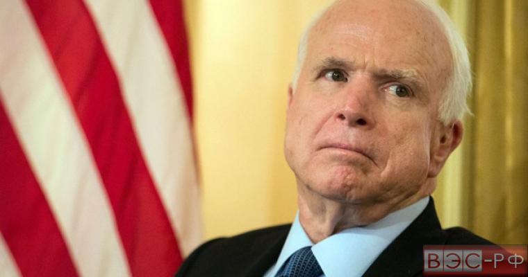 """Сенатор Маккейн назвал звонок Трампа Путину """"оскорблением российского народа"""""""