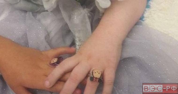 """Родители """"выдали замуж"""" 5-летнюю дочь, чтобы исполнить ее последнее желание"""